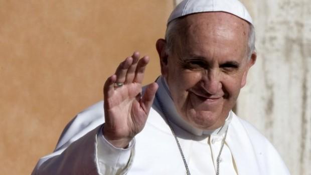 François arrive pour célébrer la messe solennelle